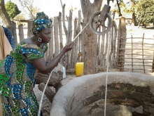 Senegal-Woman-at-Well-800