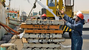 trade-LPI-fishing-ship-container-docker